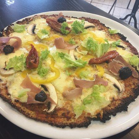 Bourdeaux, France: Plat du jour copieux et délicieux pizza originale shooter ambiance conviviale cafe couleur local