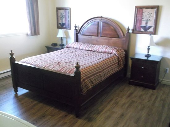 Plessisville, Canada: Lit craquant chambre 14