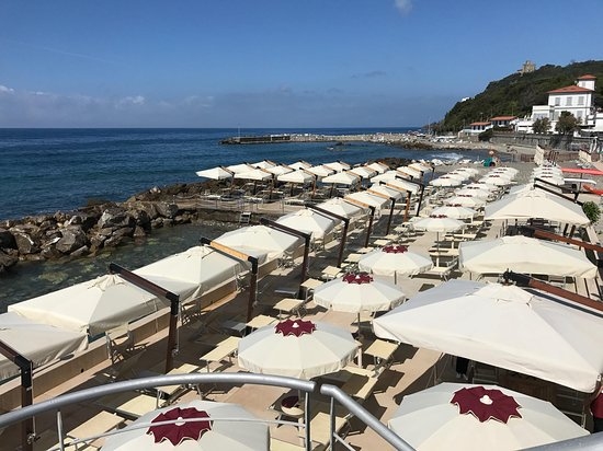 Quercianella, Italien: Cala Bianca dall'alto
