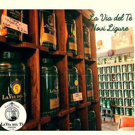 Novi Ligure, Italia: La sala da tè del Dorian Gray Bistrot