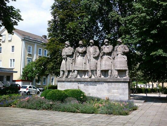 Worms, Allemagne: Ein Denkmal als Mahnung, an den Wahnsinn des Krieges.