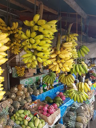 Dequina Guiding Manila: Fruit market with best mango in the world!