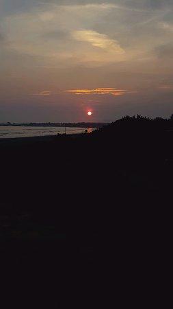 Crescent Beach Motel: Sunset from the beach