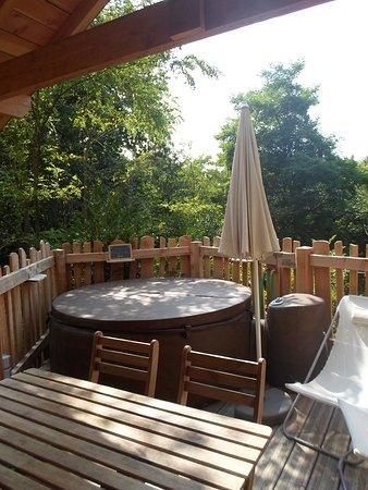 Terrasse Surelevee Avec Coin Repas Spa Et Salle De Bain