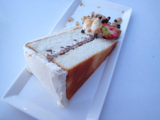 Bayville, NY: Canolli cake