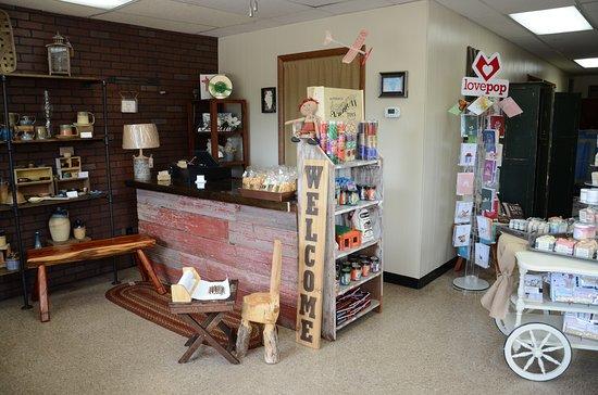 Manteno, Ιλινόις: Unique items around every corner!