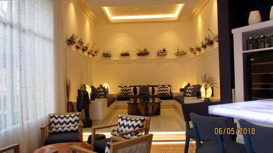 Un joli petit salon pour l\'apéro - Picture of Ocean Cellar ...