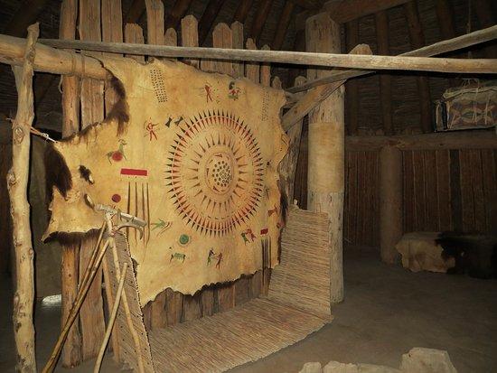 North Dakota: Inside the earth lodge
