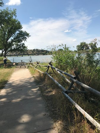 Pompeys Pillar, MT: Riverfront walkway