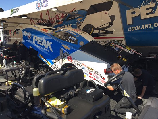 Sonoma Raceway: Attaching body to car chassis, checking parachutes