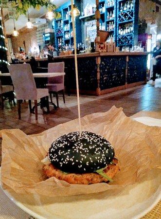 Gastropub  Shale : Бургер с сёмгой! Очхорош!