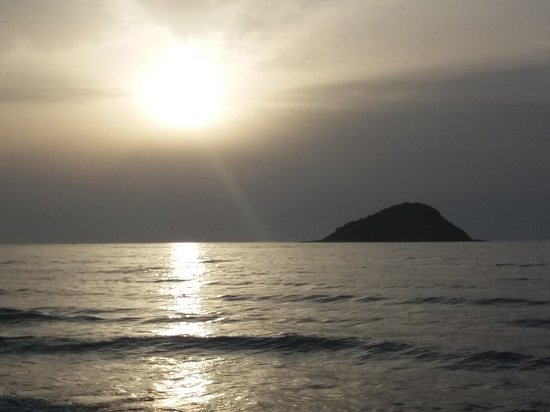 Island of El Aouana: Sunset beautiful , beach has finest sand for miles