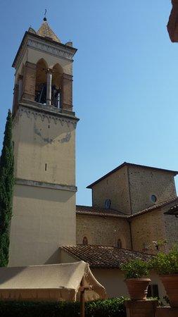 Solomeo, Italie: Il campanile della chiesa