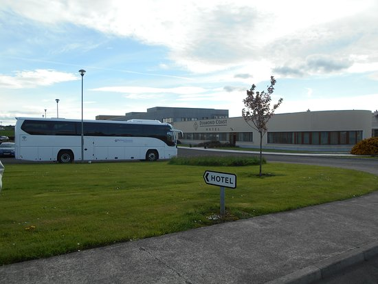 Diamond Coast Hotel: Our tour bus in front of our hotel.