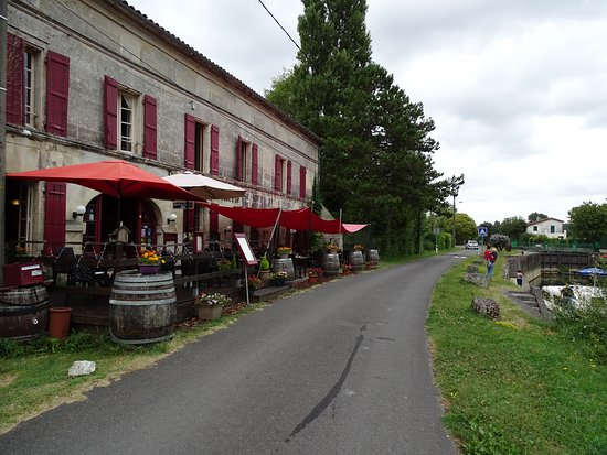 Chateauneuf-sur-Charente, Francia: terrasse et intérieur