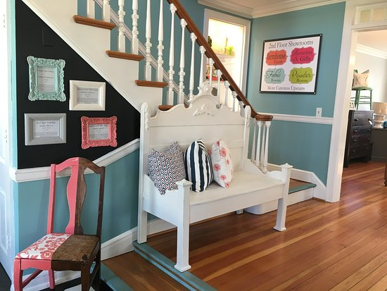 Cottage on Main: Entryway