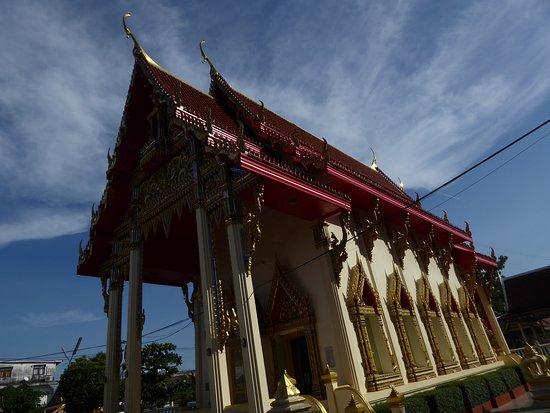 Pak Kret, Thailand: Tempel Wat Sanam Nuea am Abend (2)