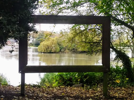 Leazes Park: Giant Picture Frame to look through at view of Lake