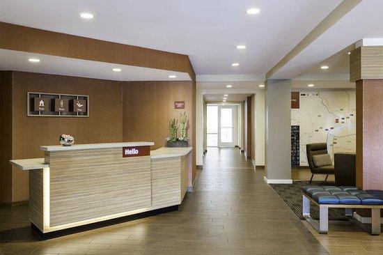 Grafton, WI: Lobby