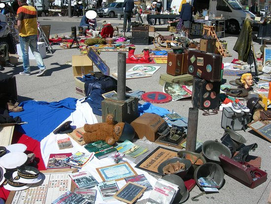 Brocante de Avignon-Place Pie