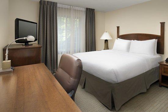 North Brunswick, NJ: Guest room