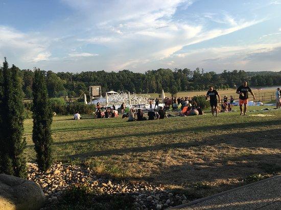 Velichovky, Tjekkiet: pohled z terasy na bazén a oboru