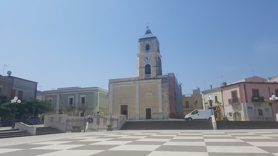 Poggio Imperiale, Italia: Chiesa di Poggio Impeiale e piazza centrale
