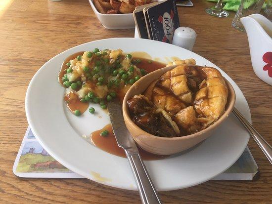 Catton, UK: Mushroom and Leek pie with seasonal vegetables, mash, additional peas and gravy.