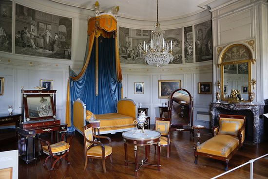 ... habit de cérémonie de M. de Talleyrant. Chateau de Valencay  chambre  salon du château a8fc31c322f