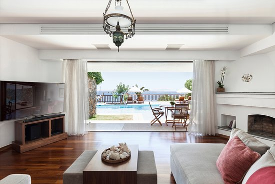 Elounda Mare Relais & Chateaux hotel: King Minos Minoan Royalty Suite with private pool