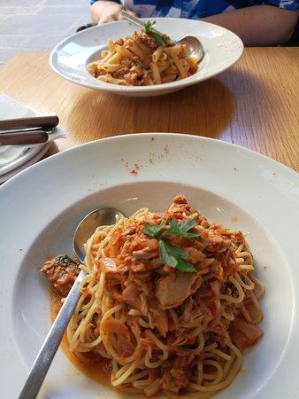La Piazza Pizzeria: beide pasta's met tonijn
