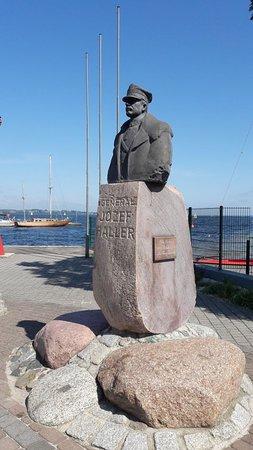 Pomnik gen. Józefa Hallera