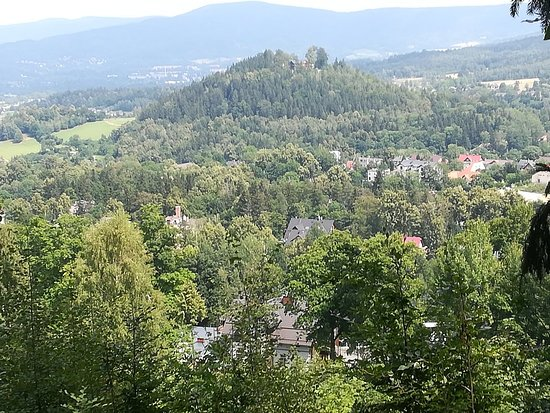 Ładny widok na Karpacz. Można dojść z centrum Karpacza bez dużego wysiłku,Idąc czerwonym szlakie