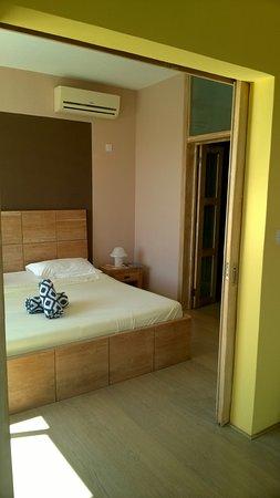 Schlafzimmer mit Wasserbett und begehbaren Kleidersschrank - Picture ...