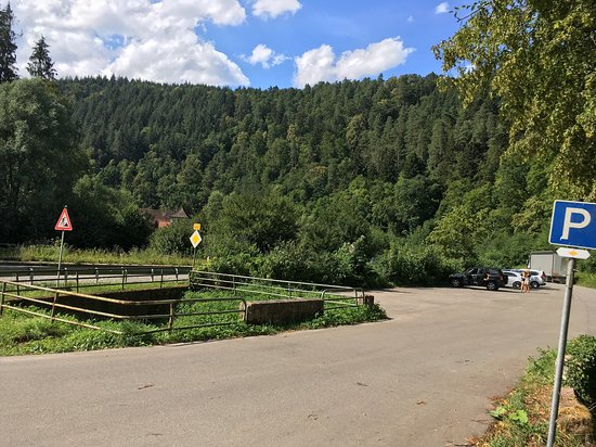 Bad Teinach-Zavelstein, Germany: Parking lot off of 463 roadway.