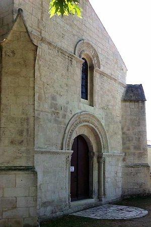 Oulmes, France: Vue générale de l'entrée est.