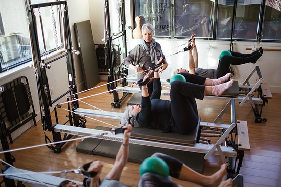 Vernon, Canada: Boomerlicious Pilates Tower Reformer Intermediate Gentle