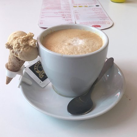 Lickety Split Creamery & Juice Bar: A latte with a suprise!