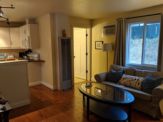 Grass Valley, CA: The living room of our suite (#7)