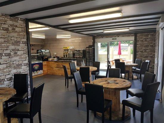 Gorron, Francia: Interior of cafe