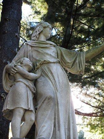 Mount Auburn Cemetery: sculpture