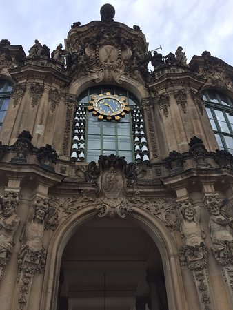 Цвингер: The Meissen Porcelain carillon in the Zwinger