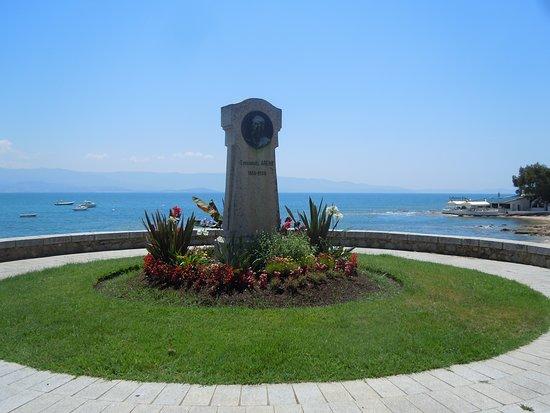 Monument Emmanuel Arene