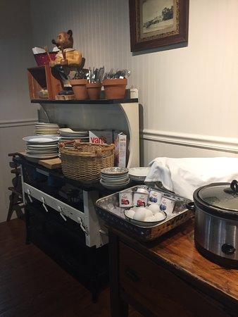 Meyer Bed and Breakfast on Cypress Creek: breakfast buffet