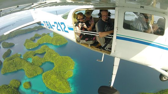 กอโรร์, ปาเลา: Aerial tour over Rock Islands with TWO DOORS OFF!!