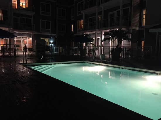 Fairfield Inn & Suites by Marriott Chincoteague Island Waterfront: Hotel pool