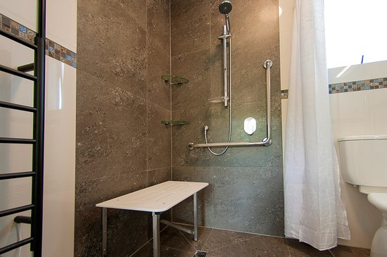 Cooks Beach, New Zealand: 2 Houses have Accessible main bathrooms for wheelchair users or those with reduced mobility.