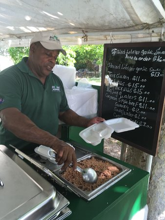 Gun Bay, Grand Cayman: Henry getting us food and you can see the menu