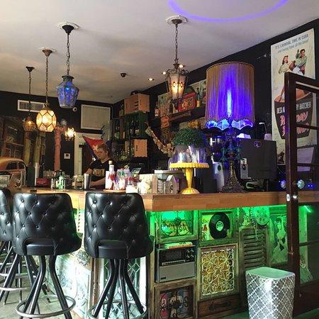 Dorchester Hotel : Bar is sinds 8 maanden omgebouwd tot een Cubaans café, echt heel sfeervol