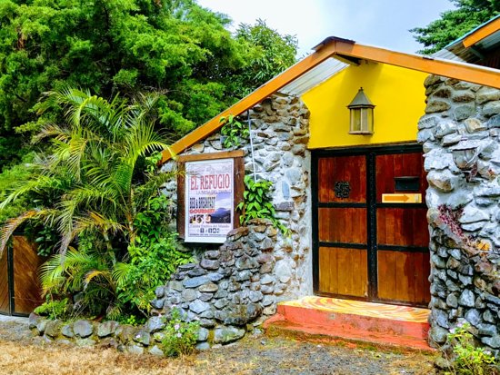 Refugio La Brisa del Diablo Bed & Breakfast: You know you're in for a treat when you see the front door